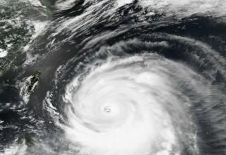 В Гонконге из-за тайфуна «Ханун» пострадали 22 человека