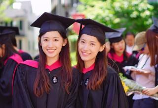 Красота и ум в квадрате: китайские близняшки закончили Гарвард и покорили телевидение