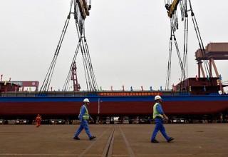 В Китае спустили на воду первое электрическое грузовое судно