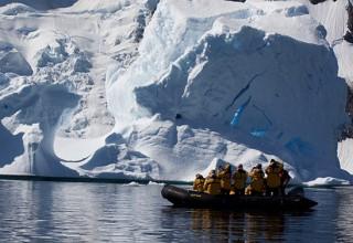 Пожилые китайские туристы облюбовали Антарктиду