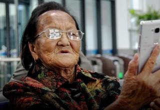 Как пожилые китайцы осваивают WeChat