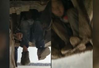 В Китае два мальчика проехали 80 км на подвеске автобуса ради встречи с родителями