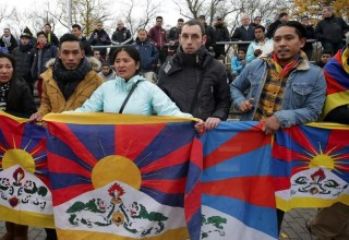 Китайская молодежная сборная покинула футбольный матч из-за флагов Тибета на трибунах