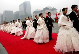 «Разрешите отметить?»: китайских чиновников обязали получать одобрение на личные торжества