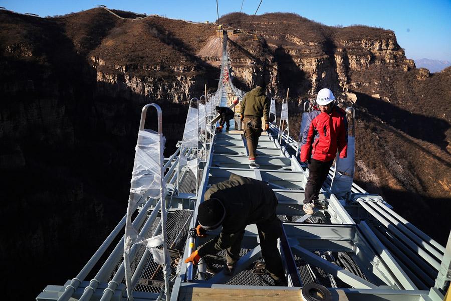 Самый длинный стеклянный мост вмире будет открыт в«Поднебесной»