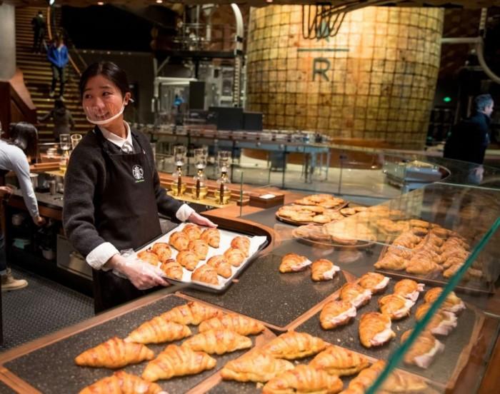В Шанхае открылся самый большой в мире Starbucks