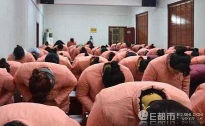 """В Китае закрыли школу """"послушных жен"""""""