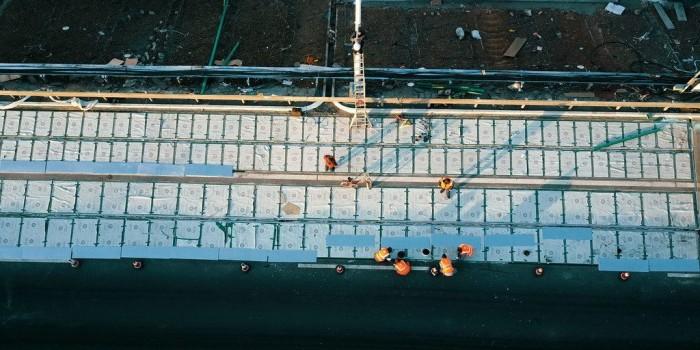 В КНР окончено строительство участка дороги изсолнечных панелей