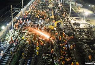Китайские рабочие за ночь построили железнодорожную развязку