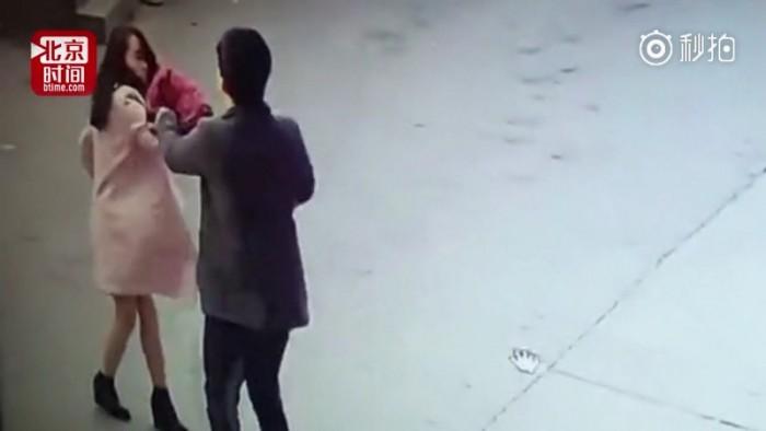 Продавец с сайта Taobao избил покупательницу за жалобу. Для этого он приехал за 860 км