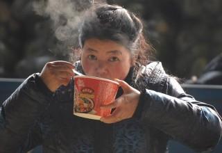 Китайцы стали есть меньше лапши быстрого приготовления. Почему?