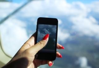 Авиакомпании Китая разрешили пользоваться мобильными устройствами во время полета