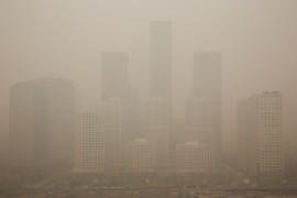 В Пекине в эти дни вновь наблюдается сильный смог. Начиная с 21 февраля смог охватил 1,43 миллионов кв. км, что составляет более 15% территории страны.