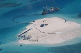 Китай создает искусственный остров в спорной акватории Южно-Китайского моря