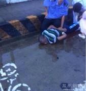 Китайские полицейские застрелили вооруженного ножом иностранца