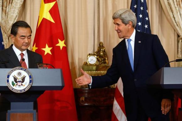 Китай попросил США не вмешиваться в дела Гонконга