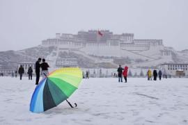 Дворец Потала после снегопада, Лхаса, Тибетский автономный район.