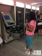 китаянка сломала банкомат