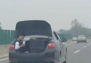 Китайская полиция предупредила об опасности чудачеств на дорогах