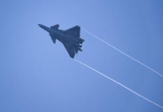 Появилось видео полета китайского истребителя нового поколения J-20