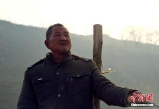 Китайский паромщик более 20 лет бесплатно «соединяет берега»
