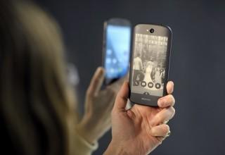 В Китае начались продажи новой модели YotaPhone 3