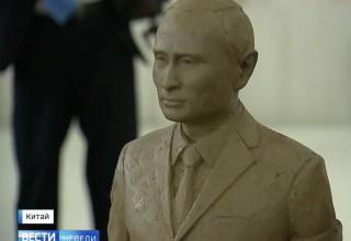 Си Цзиньпин подарил Путину его глиняную копию и китайские гусли