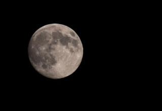 Китай снарядит две полярные экспедиции на Луну