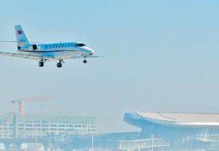 В новом аэропорту Пекина приземлился первый самолет