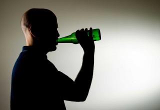 Китаец пил три месяца подряд ради интернет-фанатов. А потом умер