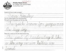 Девочка с недоразвитыми верхними конечностями выиграла конкурс США по чистописанию, работа