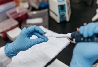 В китайской провинции Гуандун у 14% выписанных из больниц повторно выявили коронавирус