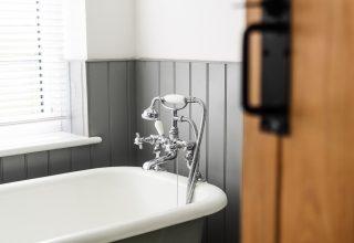 Китаянка на 30 часов застряла в ванной из-за сломанной двери. Девушка провела взаперти первый день Нового года