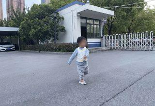 Китаец продал своего сына бездетной паре. На вырученные деньги он хотел путешествовать с новой женой