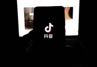 Новости Китая, суббота: возгорание на рейсе Пекин-Париж и ограничения для детей от Douyin